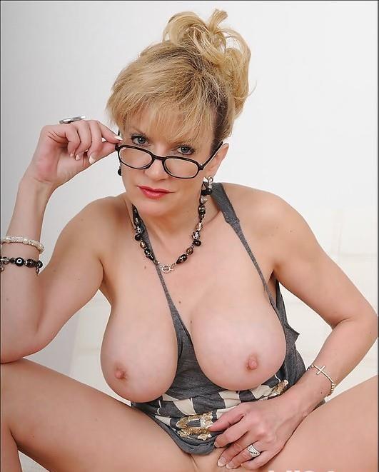 Blonda Provocatoare 38 ani!!!!